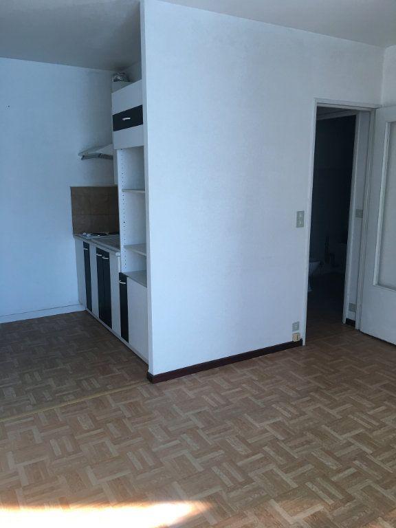 Appartement à louer 2 32.17m2 à Toulouse vignette-3