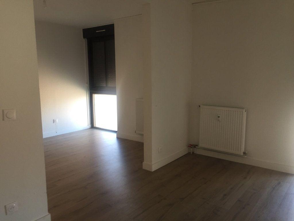Appartement à louer 2 30m2 à Toulouse vignette-4