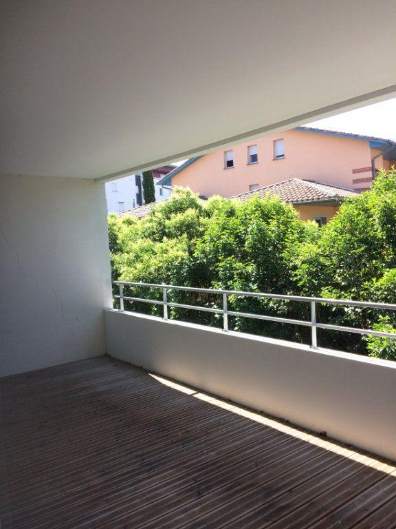 Appartement à louer 3 60.4m2 à Toulouse vignette-6