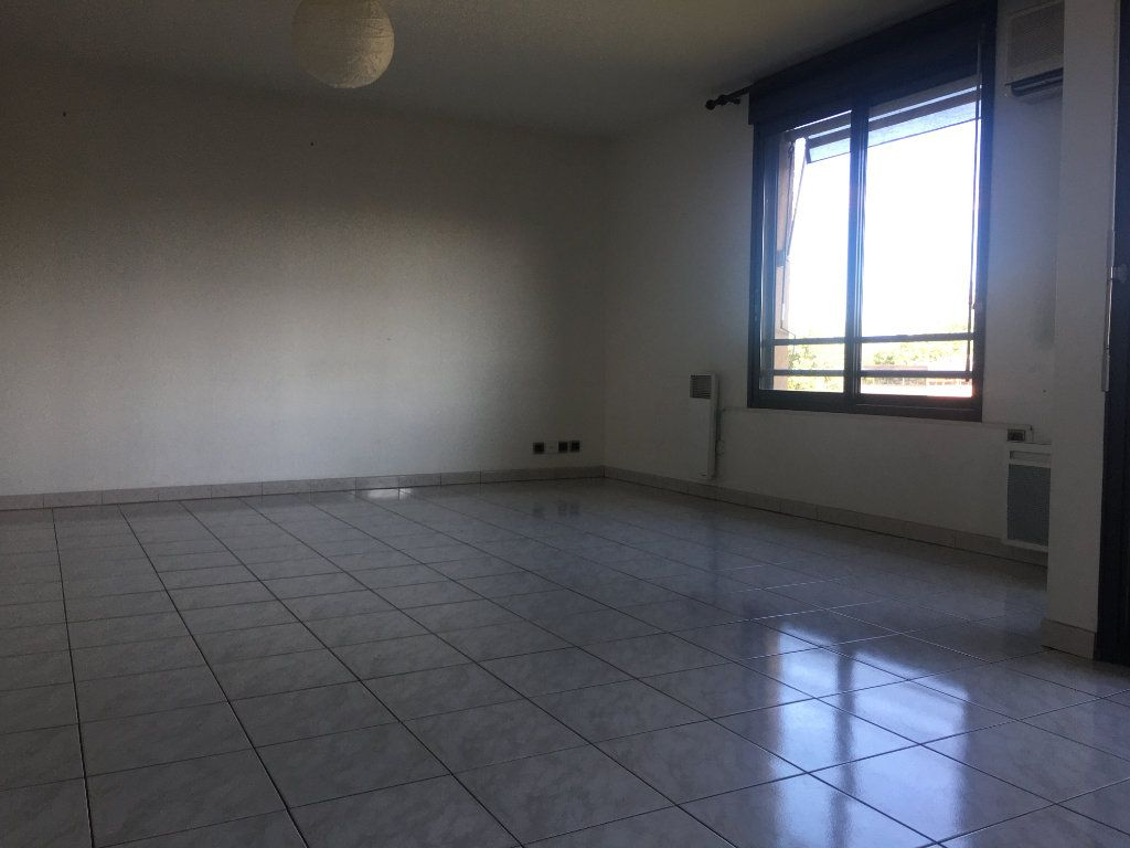 Appartement à louer 4 87.93m2 à Toulouse vignette-3