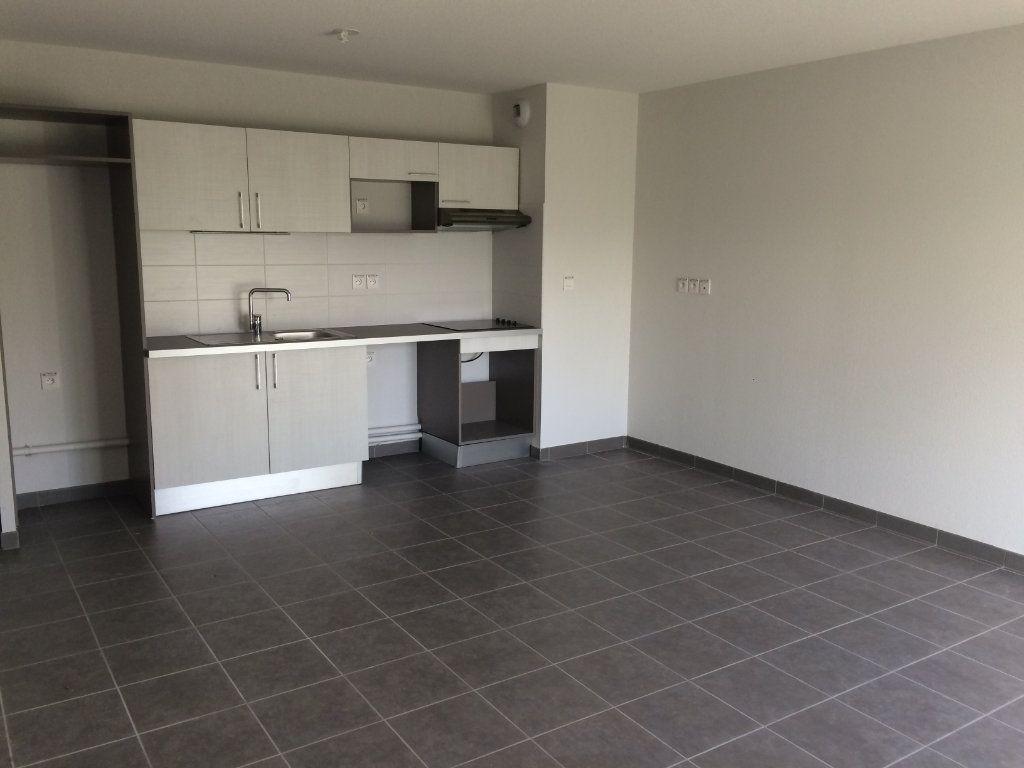 Appartement à louer 3 60.73m2 à Toulouse vignette-2