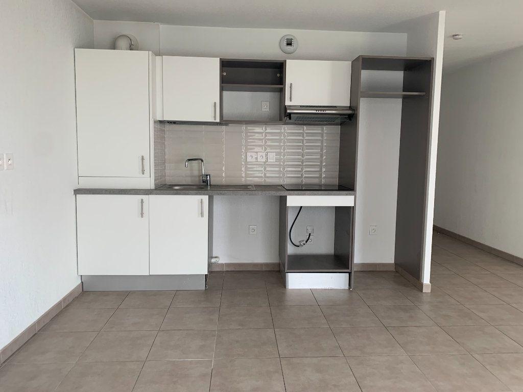 Appartement à louer 3 63.3m2 à Toulouse vignette-3