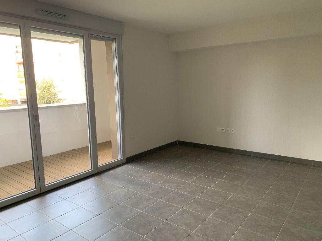 Appartement à louer 2 41.2m2 à Toulouse vignette-2