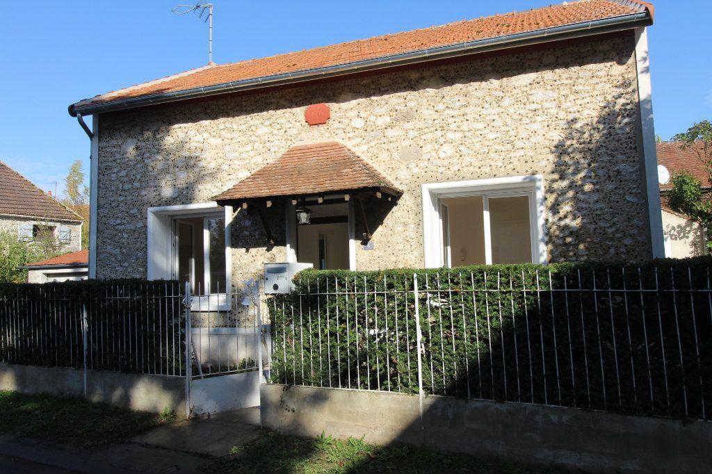 Maison à louer 4 121m2 à Vaudoy-en-Brie vignette-1