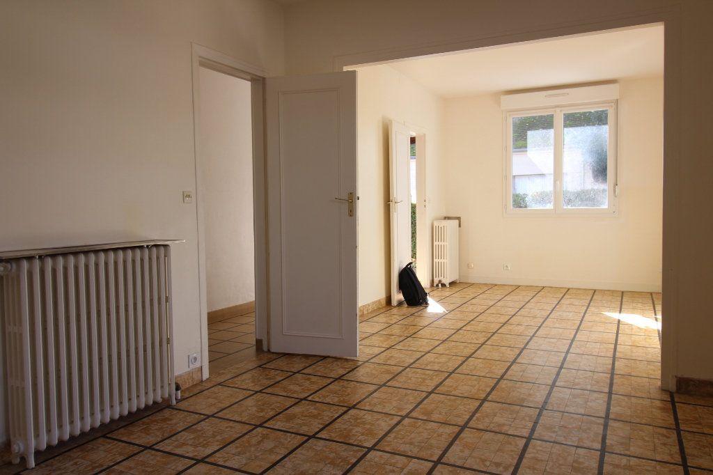 Maison à louer 4 121m2 à Vaudoy-en-Brie vignette-2
