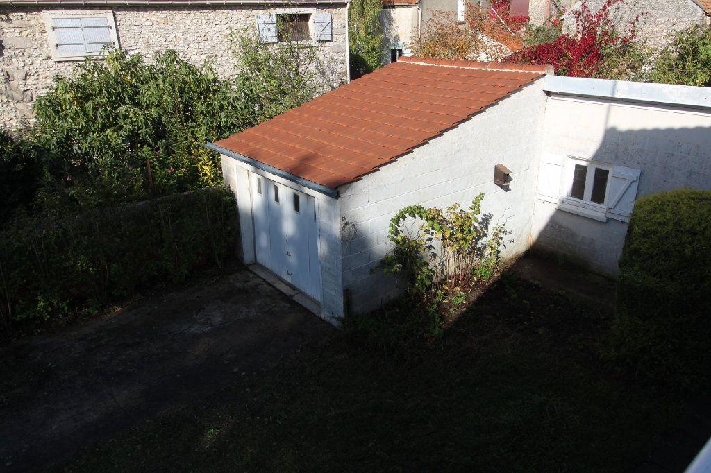 Maison à louer 4 121m2 à Vaudoy-en-Brie vignette-10