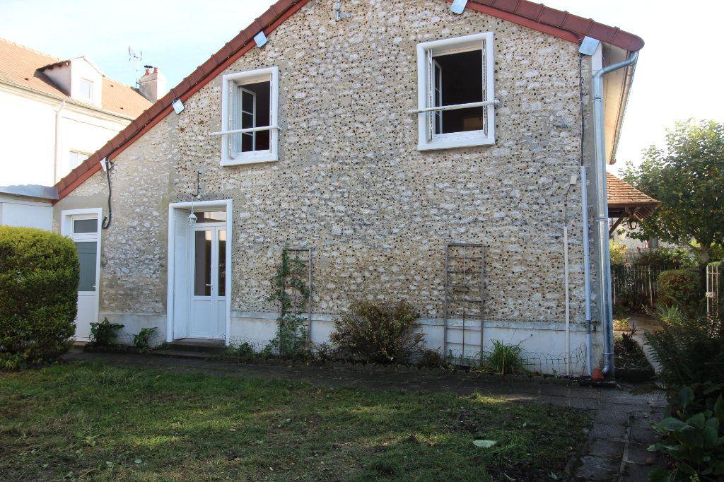 Maison à louer 4 121m2 à Vaudoy-en-Brie vignette-14