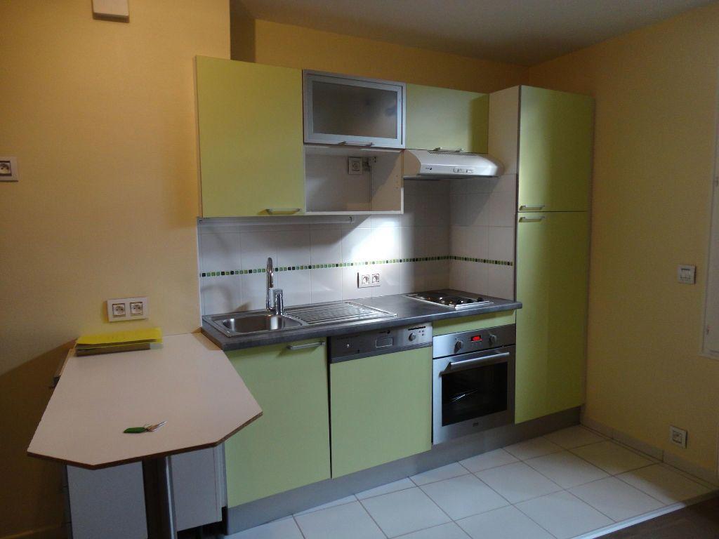 Appartement à louer 2 35m2 à Rozay-en-Brie vignette-1