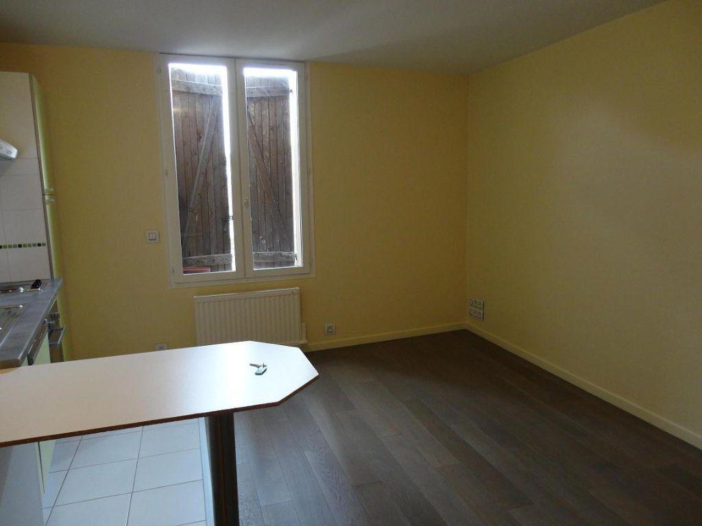 Appartement à louer 2 35m2 à Rozay-en-Brie vignette-2