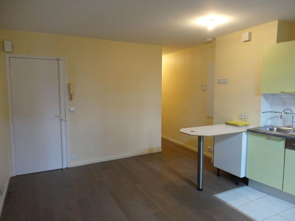 Appartement à louer 2 35m2 à Rozay-en-Brie vignette-3