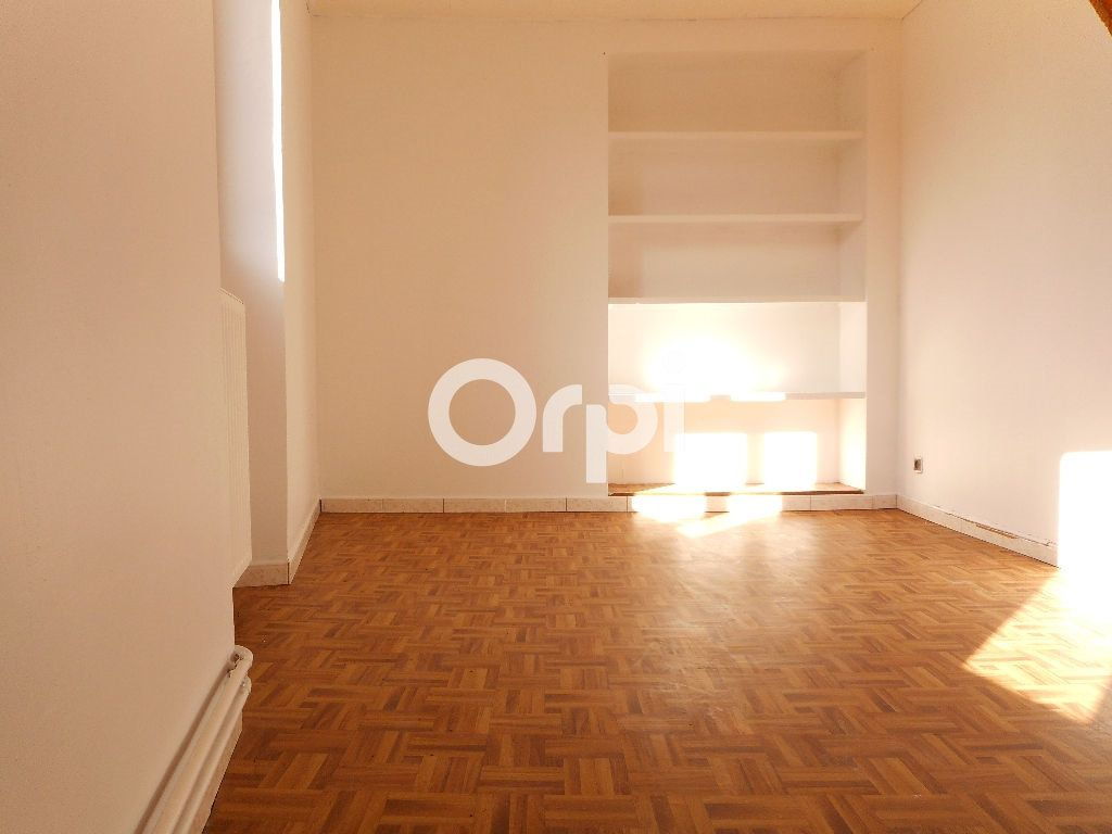Maison à vendre 5 115m2 à Villiers-Saint-Georges vignette-5