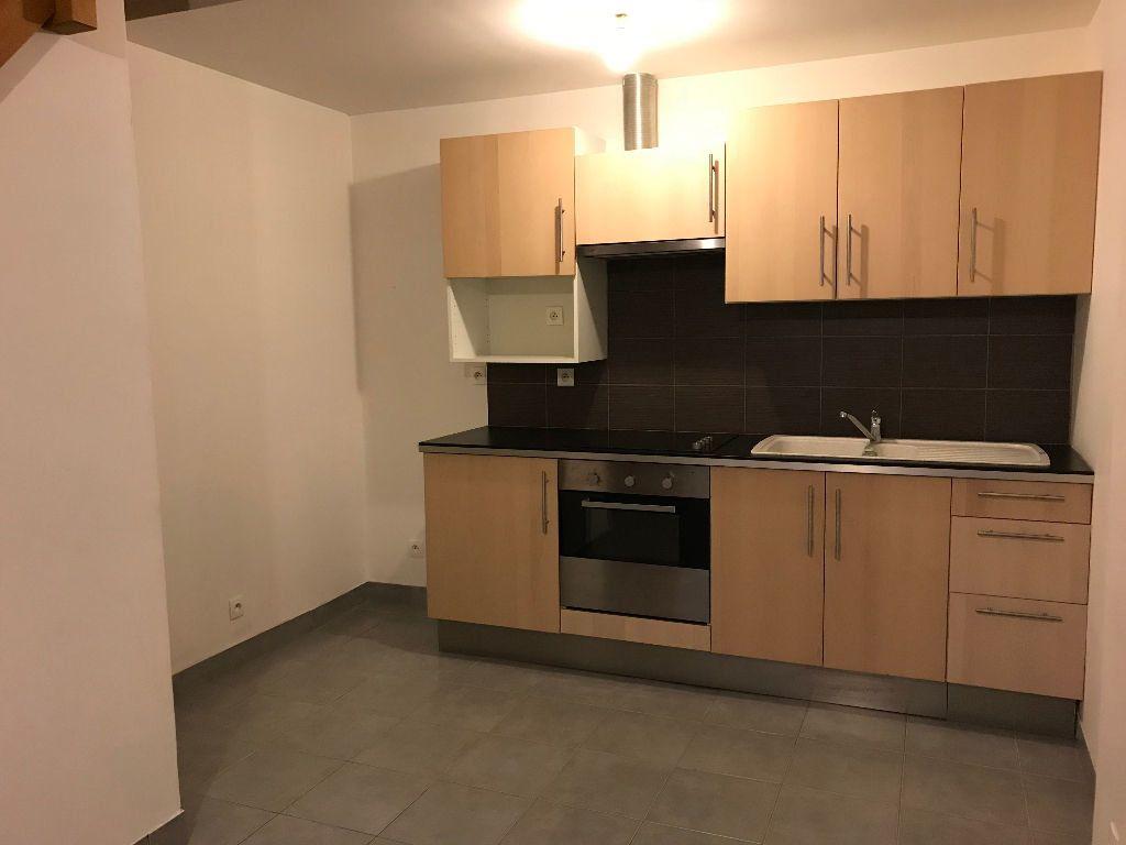 Appartement à louer 3 42m2 à Gastins vignette-2