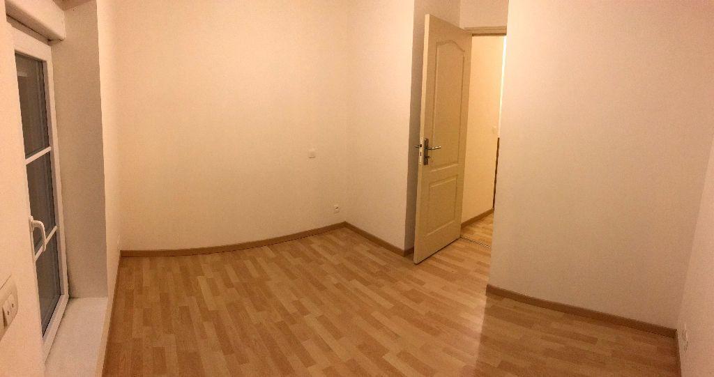 Appartement à louer 3 42m2 à Gastins vignette-5