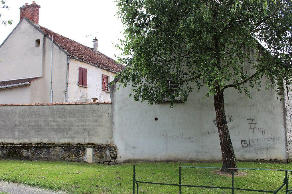 Immeuble à vendre 0 207m2 à Vaudoy-en-Brie vignette-2