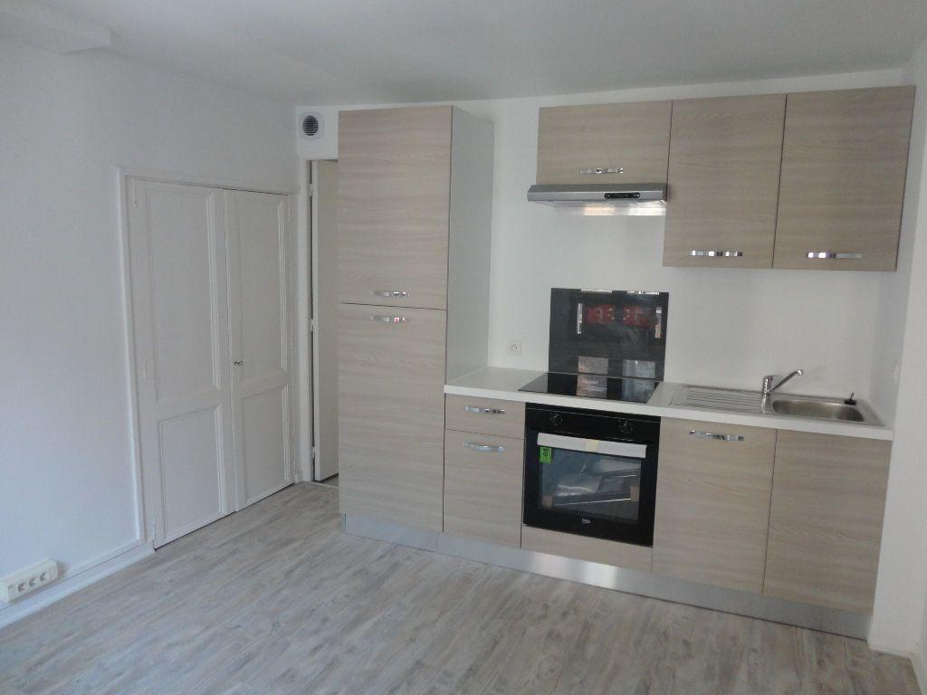 Appartement à louer 1 29m2 à Rozay-en-Brie vignette-2