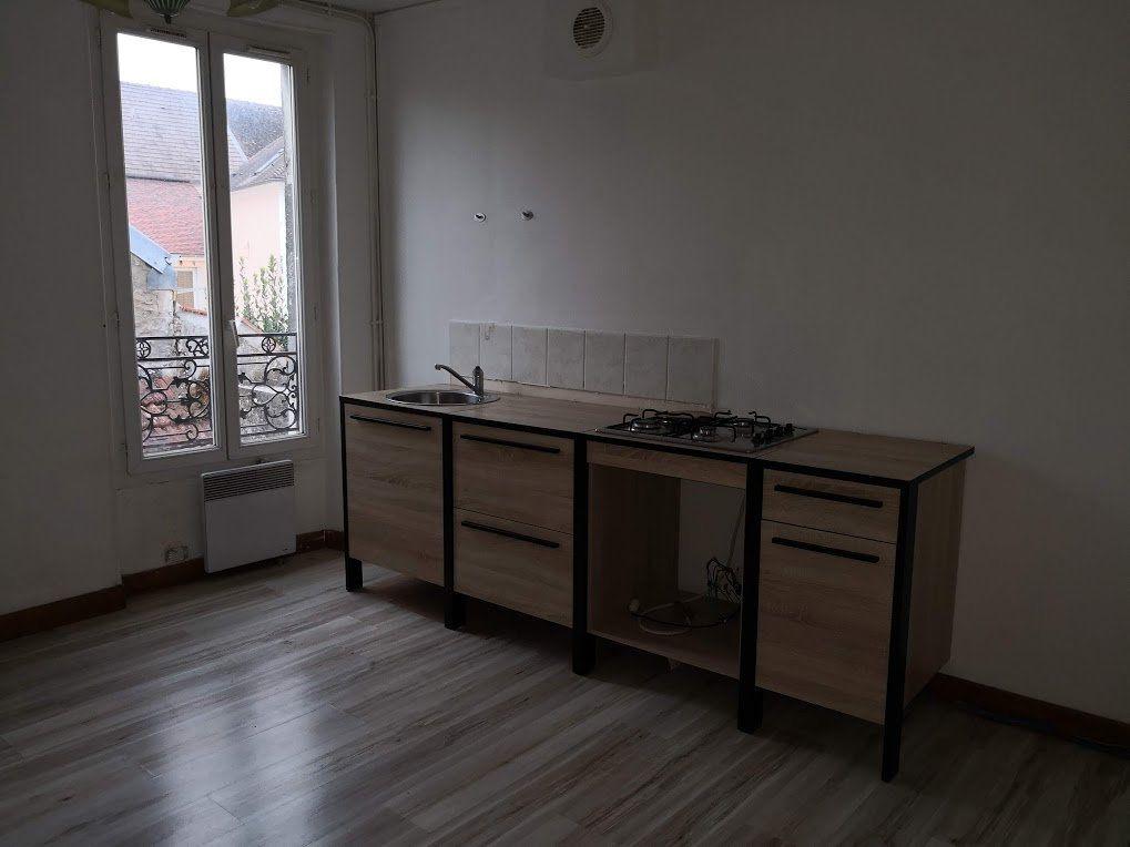 Appartement à louer 3 52m2 à Beton-Bazoches vignette-1