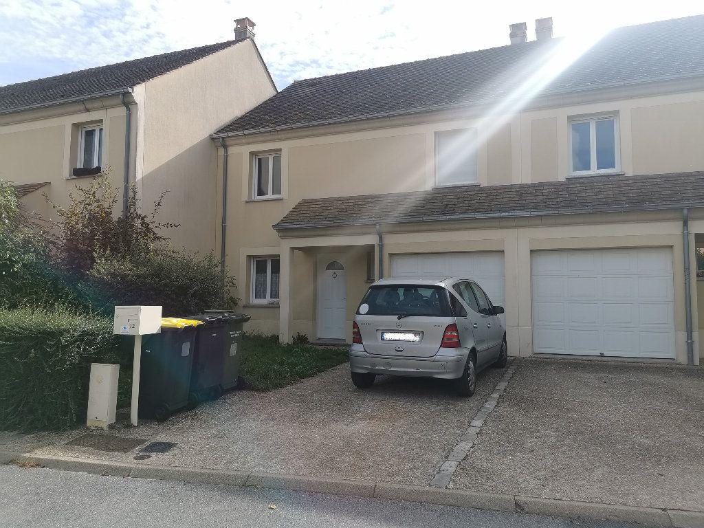 Maison à louer 5 104m2 à Le Plessis-Feu-Aussoux vignette-1