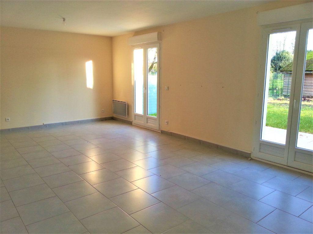 Maison à louer 5 104m2 à Le Plessis-Feu-Aussoux vignette-2