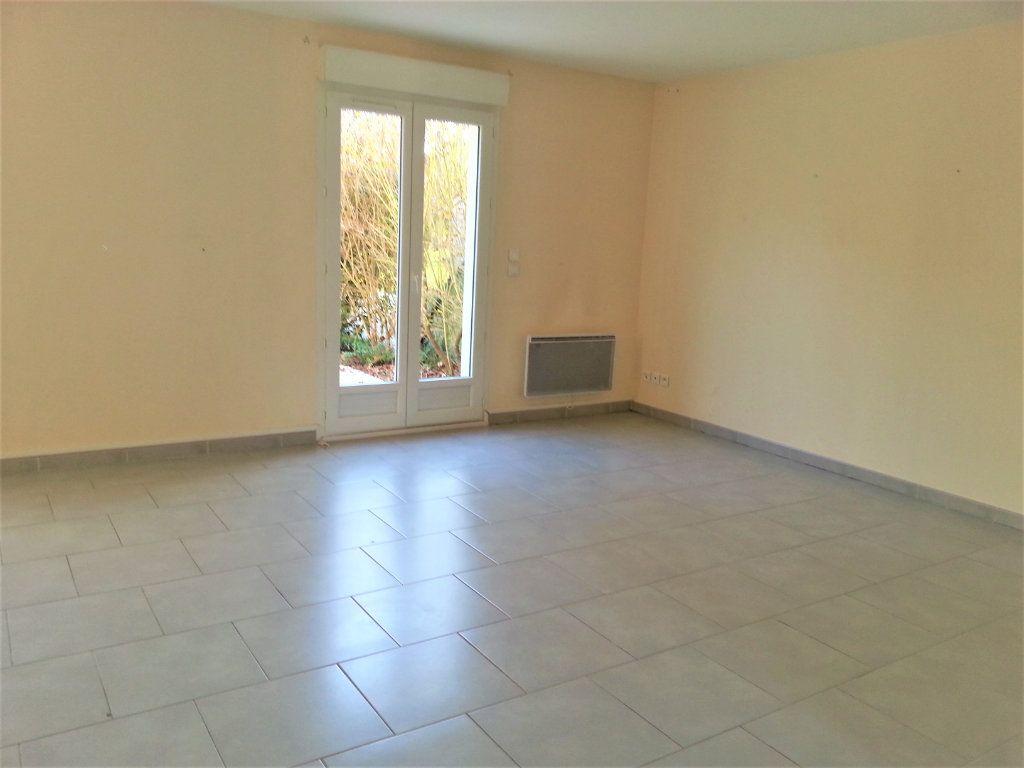 Maison à louer 5 104m2 à Le Plessis-Feu-Aussoux vignette-3