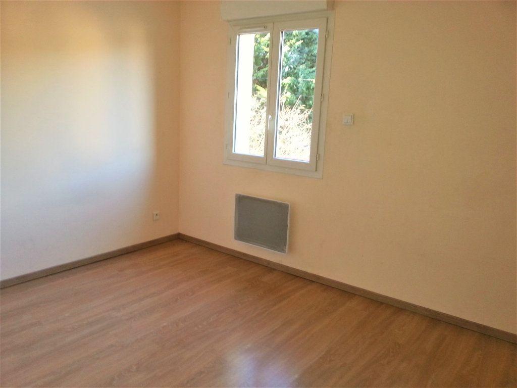 Maison à louer 5 104m2 à Le Plessis-Feu-Aussoux vignette-9