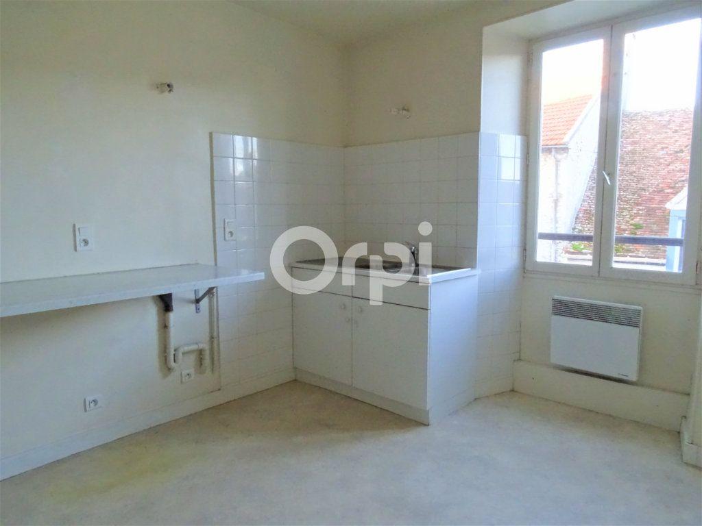 Immeuble à vendre 0 163m2 à Jouy-le-Châtel vignette-3