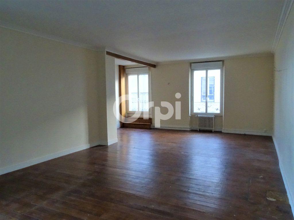 Immeuble à vendre 0 193m2 à Jouy-le-Châtel vignette-2