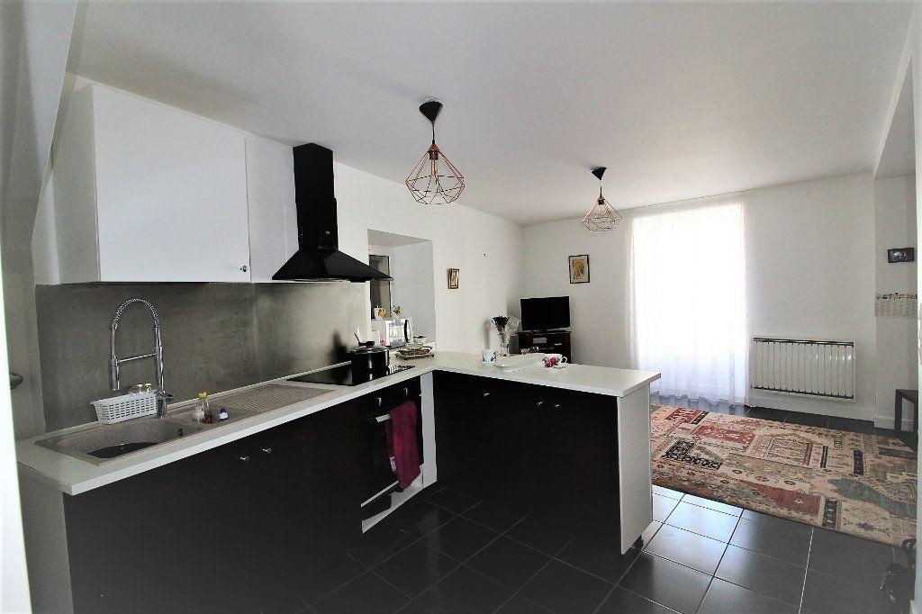 Appartement à vendre 3 52.9m2 à Fontenay-Trésigny vignette-7