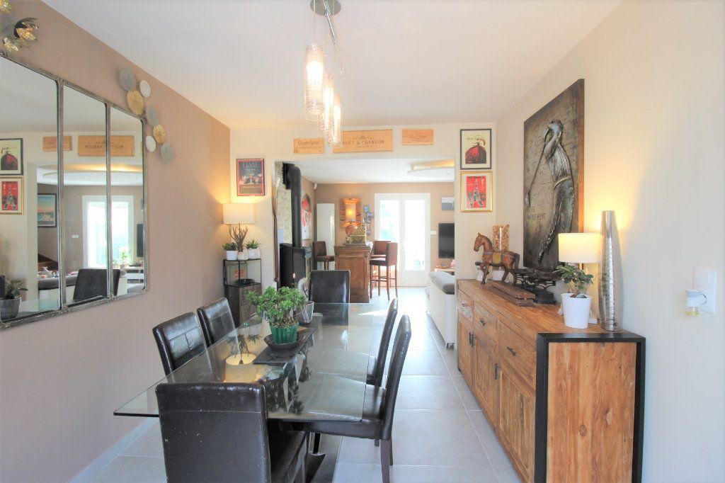 Maison à vendre 6 148m2 à Grandpuits-Bailly-Carrois vignette-3