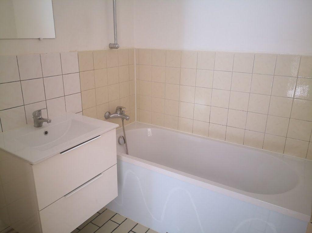 Appartement à louer 1 30m2 à Fontenailles vignette-3