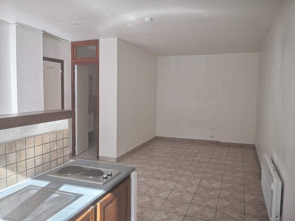 Appartement à louer 1 30m2 à Fontenailles vignette-5