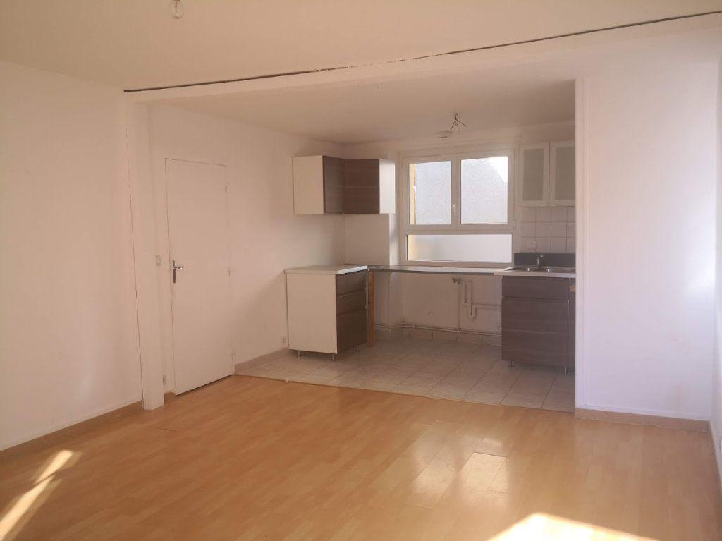 Appartement à louer 3 60m2 à Chaumes-en-Brie vignette-1