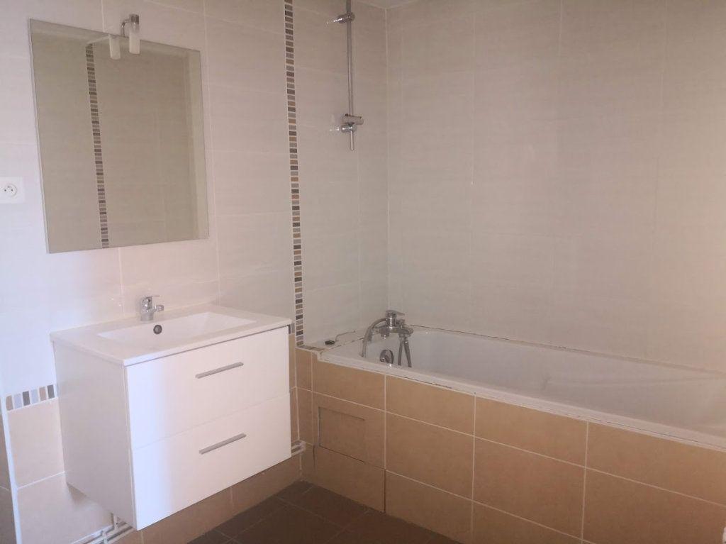 Appartement à louer 3 60m2 à Chaumes-en-Brie vignette-3