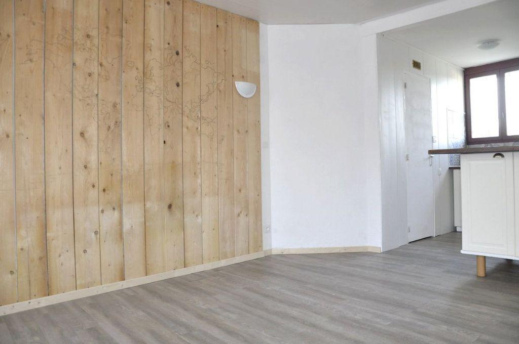 Appartement à vendre 1 24m2 à Tournan-en-Brie vignette-1