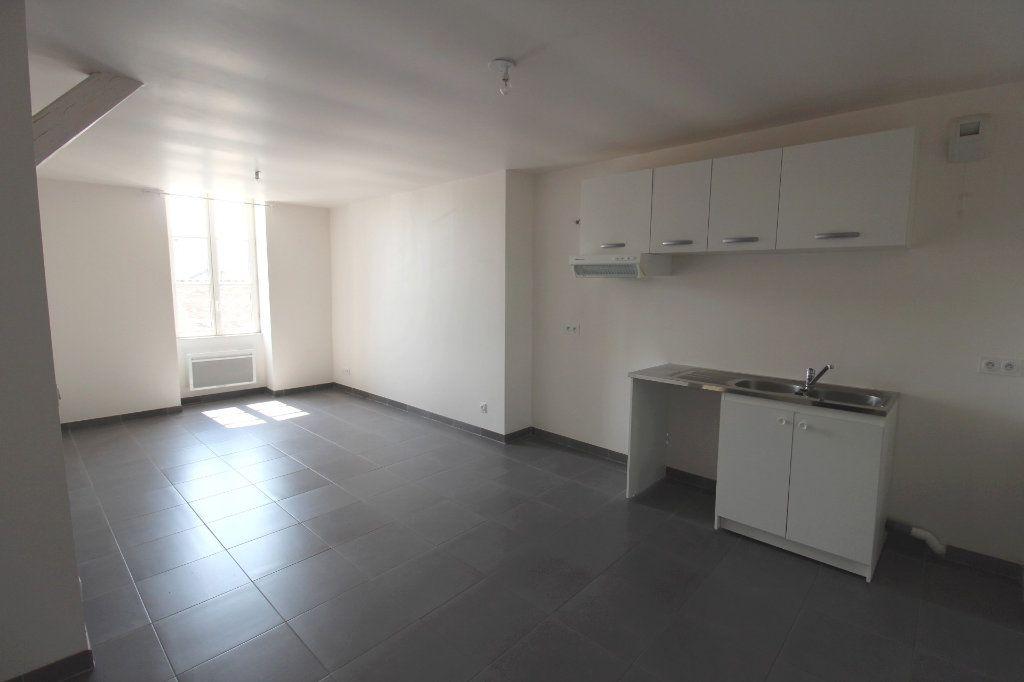 Appartement à louer 3 65m2 à Rozay-en-Brie vignette-1