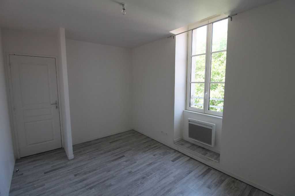 Appartement à louer 3 65m2 à Rozay-en-Brie vignette-2