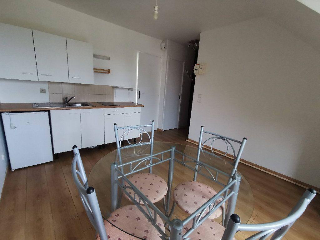 Appartement à louer 2 21.78m2 à Touquin vignette-3