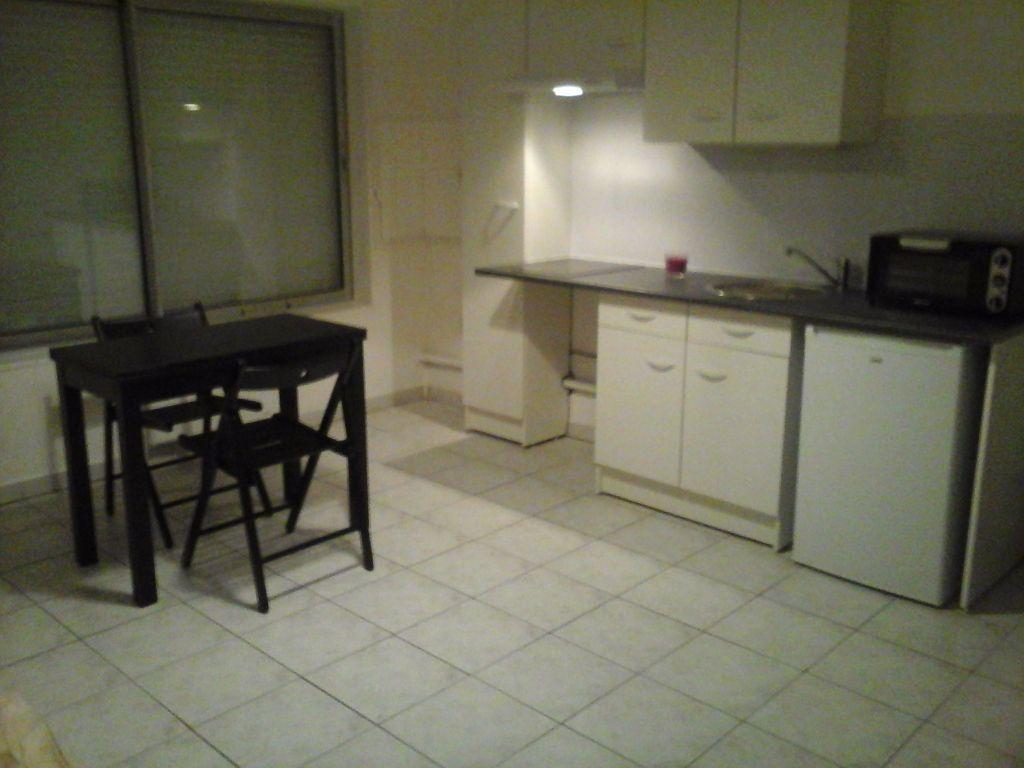 Appartement à louer 2 28m2 à Lattes vignette-2