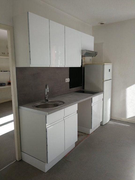 Appartement à louer 2 27m2 à Montpellier vignette-1