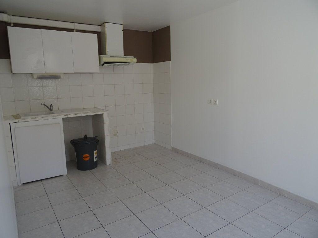 Appartement à louer 2 40m2 à Villeneuve-lès-Maguelone vignette-3