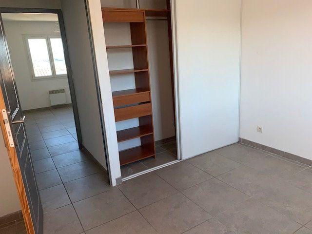 Maison à louer 4 80m2 à Gigean vignette-7