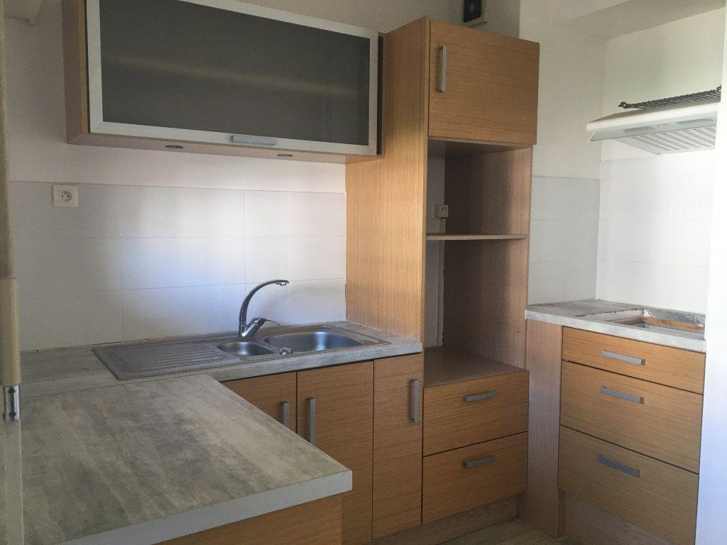 Appartement à louer 1 31m2 à Dax vignette-1