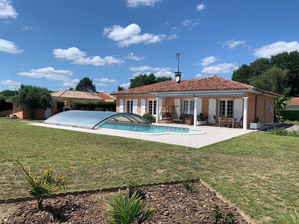 Maison à vendre 6 117m2 à Roquefort vignette-1