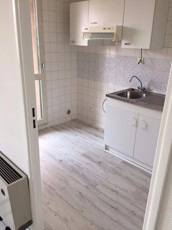 Appartement à louer 1 37m2 à Mont-de-Marsan vignette-2
