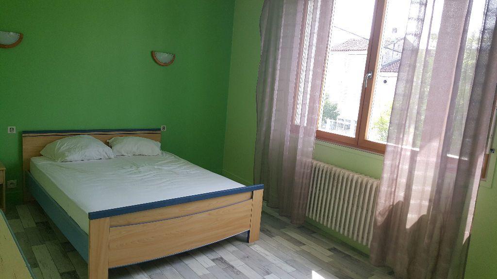 Appartement à louer 3 120m2 à Roquefort vignette-3