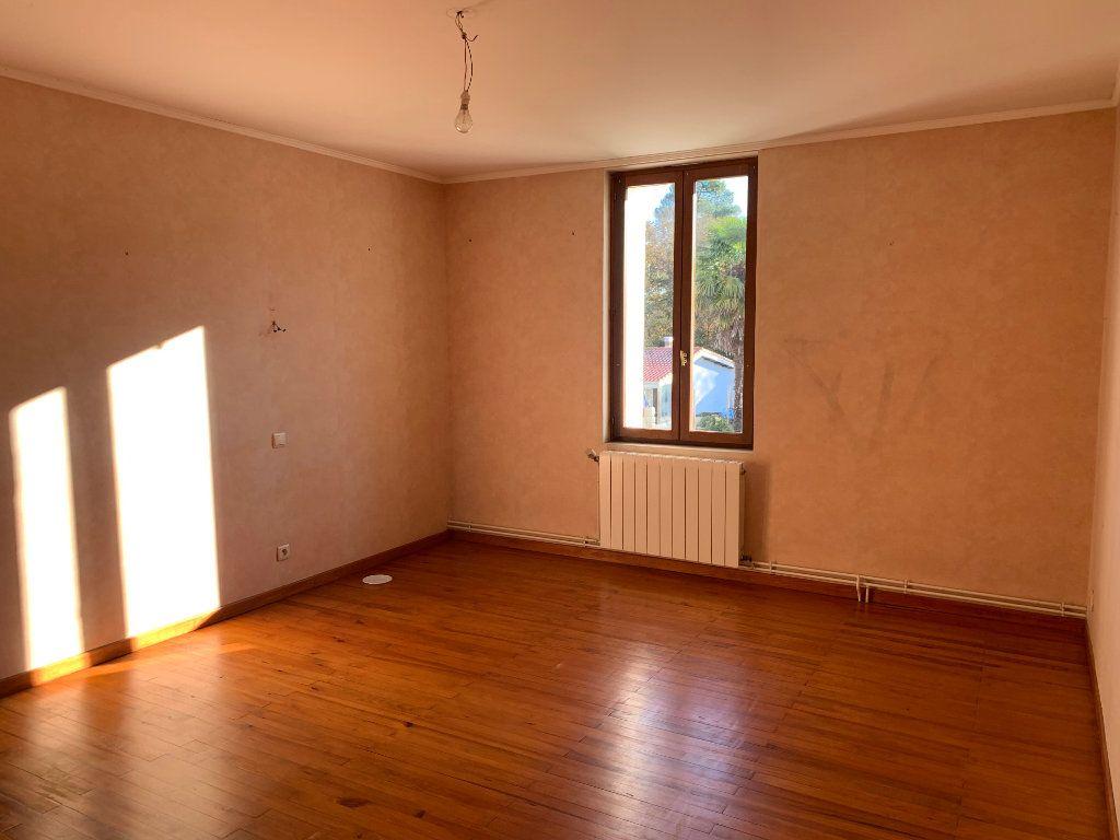 Maison à vendre 7 211m2 à Lucbardez-et-Bargues vignette-6