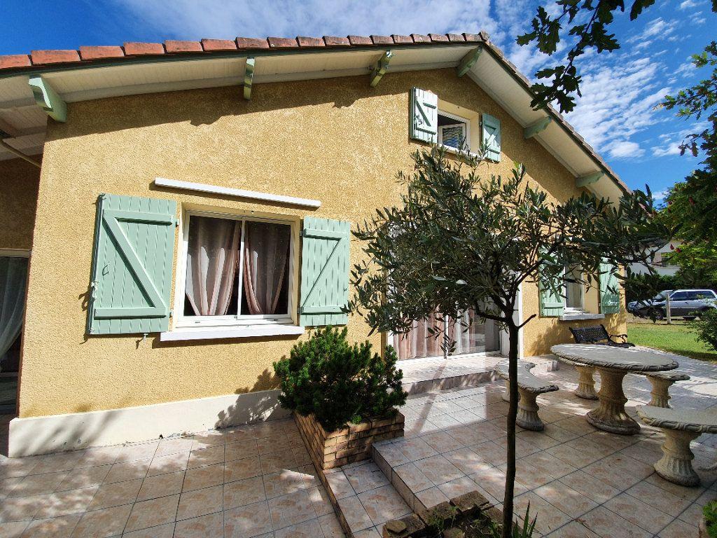 Maison à vendre 4 100m2 à Roquefort vignette-8