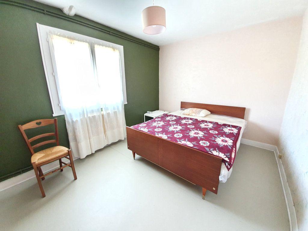 Maison à vendre 5 142m2 à Castelnau-d'Auzan vignette-2