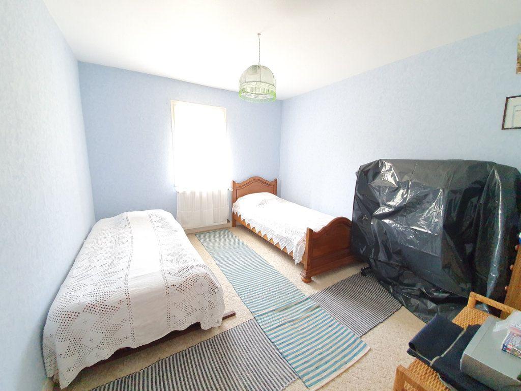 Maison à vendre 5 142m2 à Castelnau-d'Auzan vignette-3