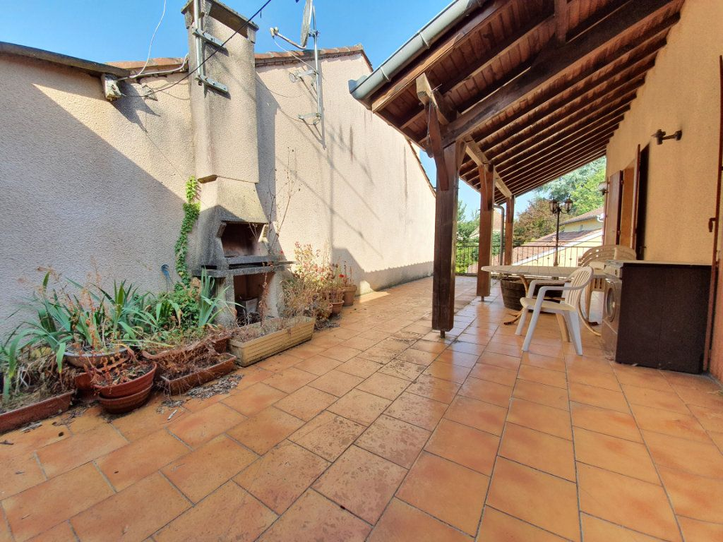 Maison à vendre 5 150m2 à Castelnau-d'Auzan vignette-1