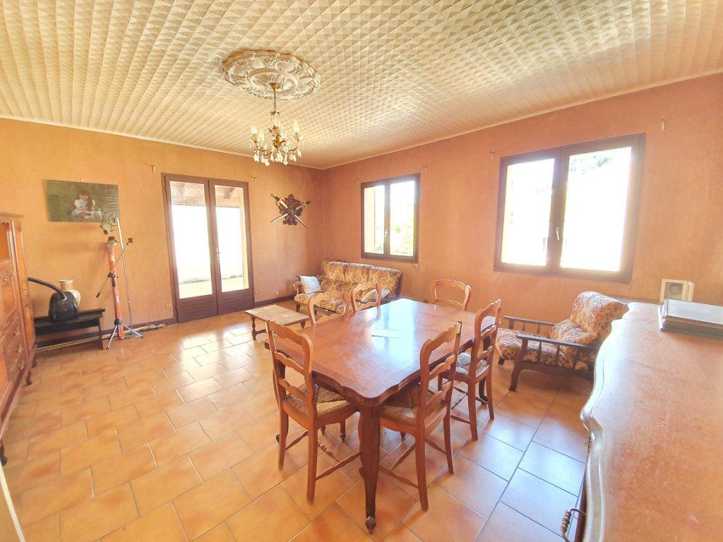 Maison à vendre 5 150m2 à Castelnau-d'Auzan vignette-2